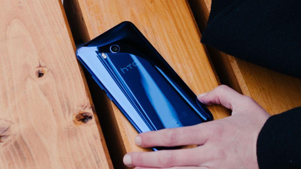 Новый флагман HTC U12 оказался не самым дешёвым гаджетом. Почему?