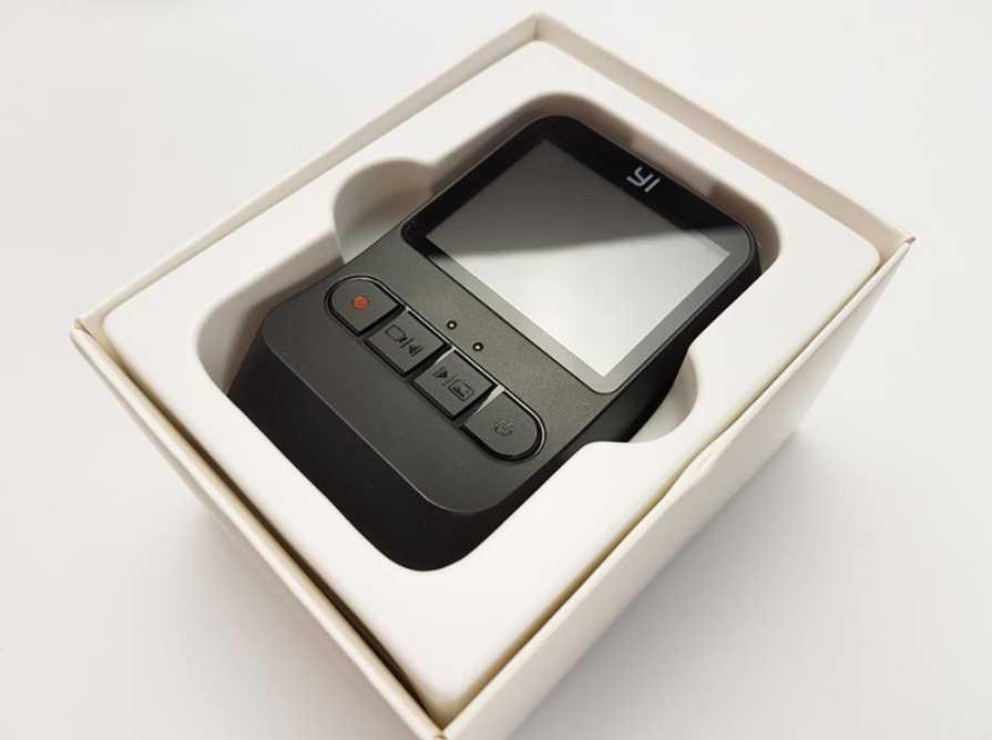Видеорегистратор Xiaomi YI Mini Dash Cam