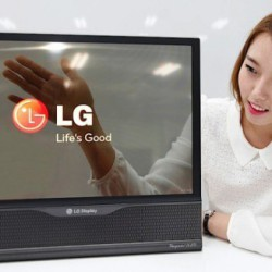 LG продемонстрировала 18-дюймовый дисплей, который можно свернуть в трубку
