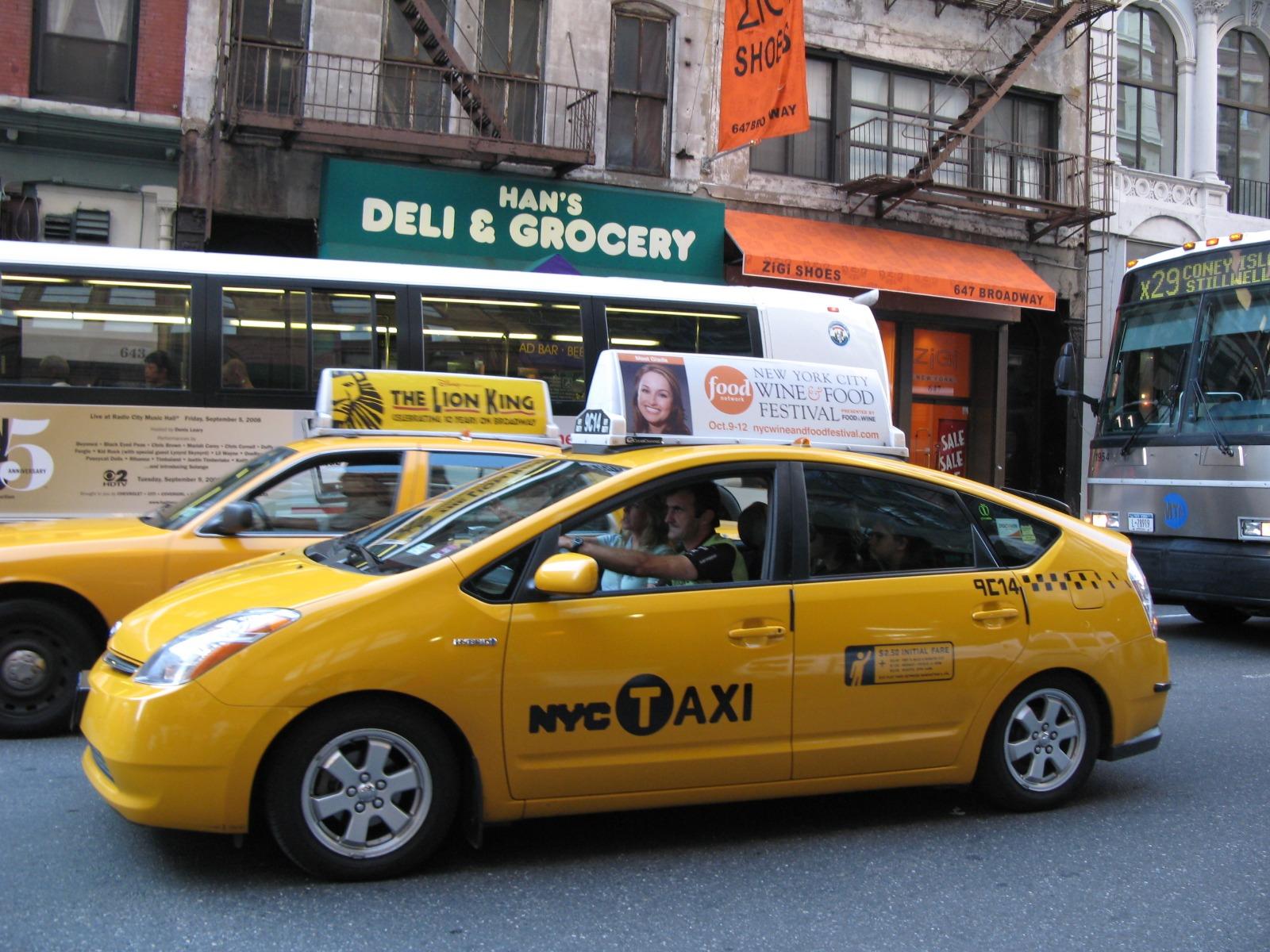 Такси Toyota Prius