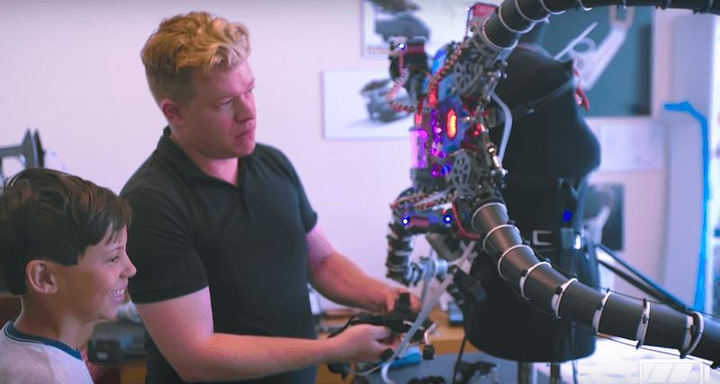 Юный миллионер создал роботизированный костюм Доктора Осьминога