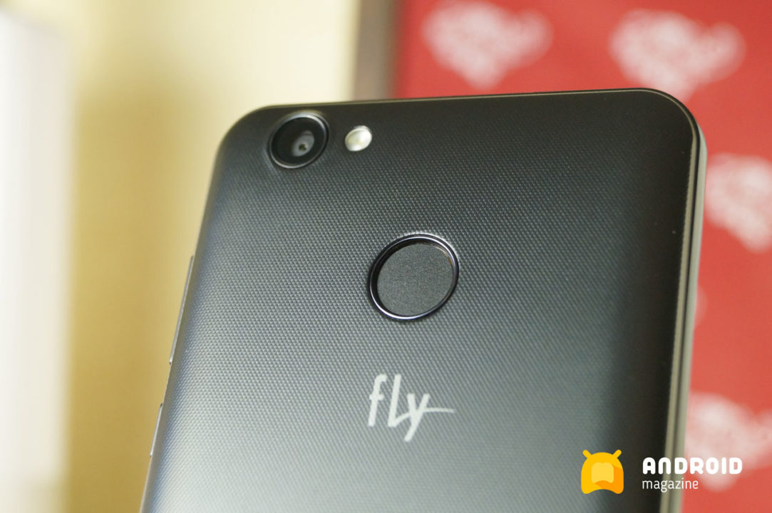 Бюджетный смартфон Fly FS530 с очень ёмкой батареей