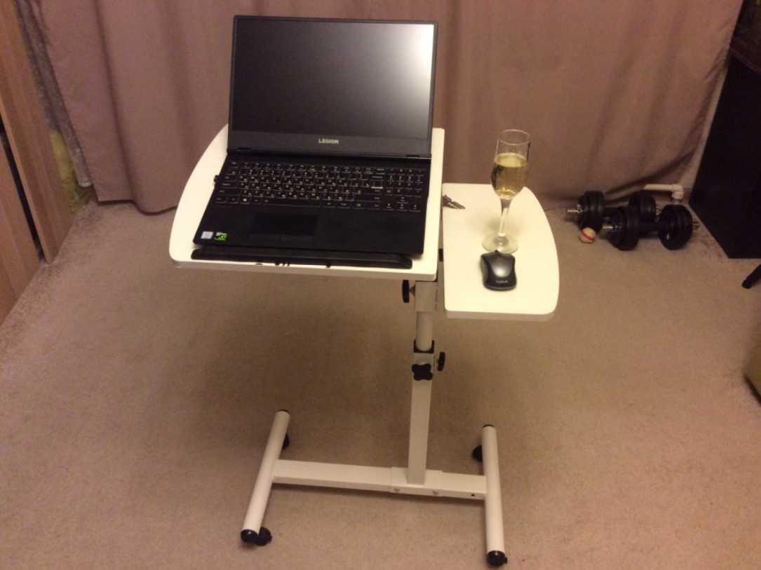 Портативный столик для ноутбука