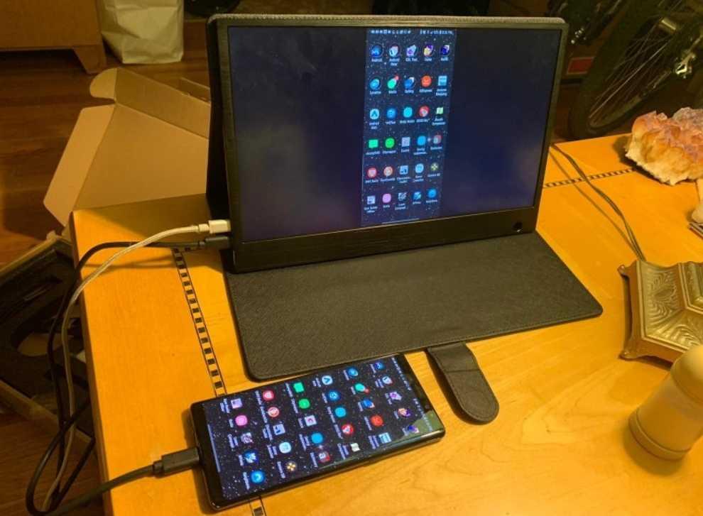 Внешний сенсорный дисплей для смартфона