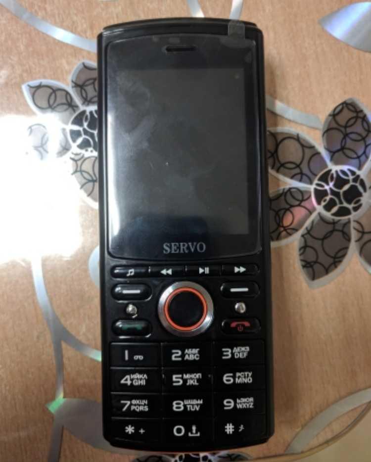 Телефон со встроенными наушниками