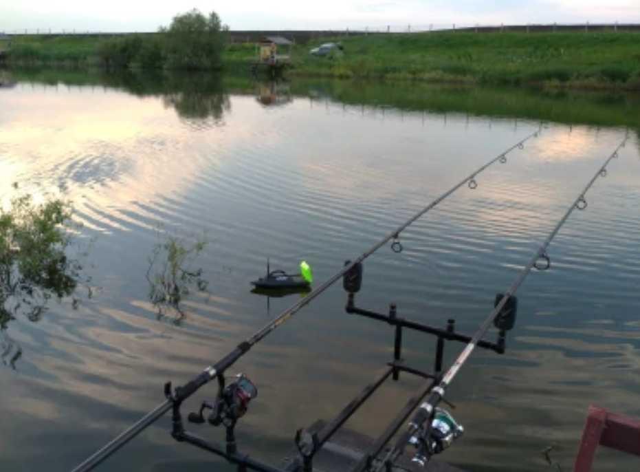 Катер - приманка для рыболовов (2)