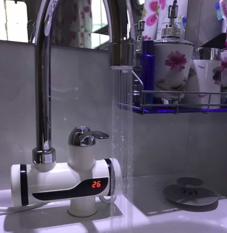 Смеситель с функцией нагрева воды