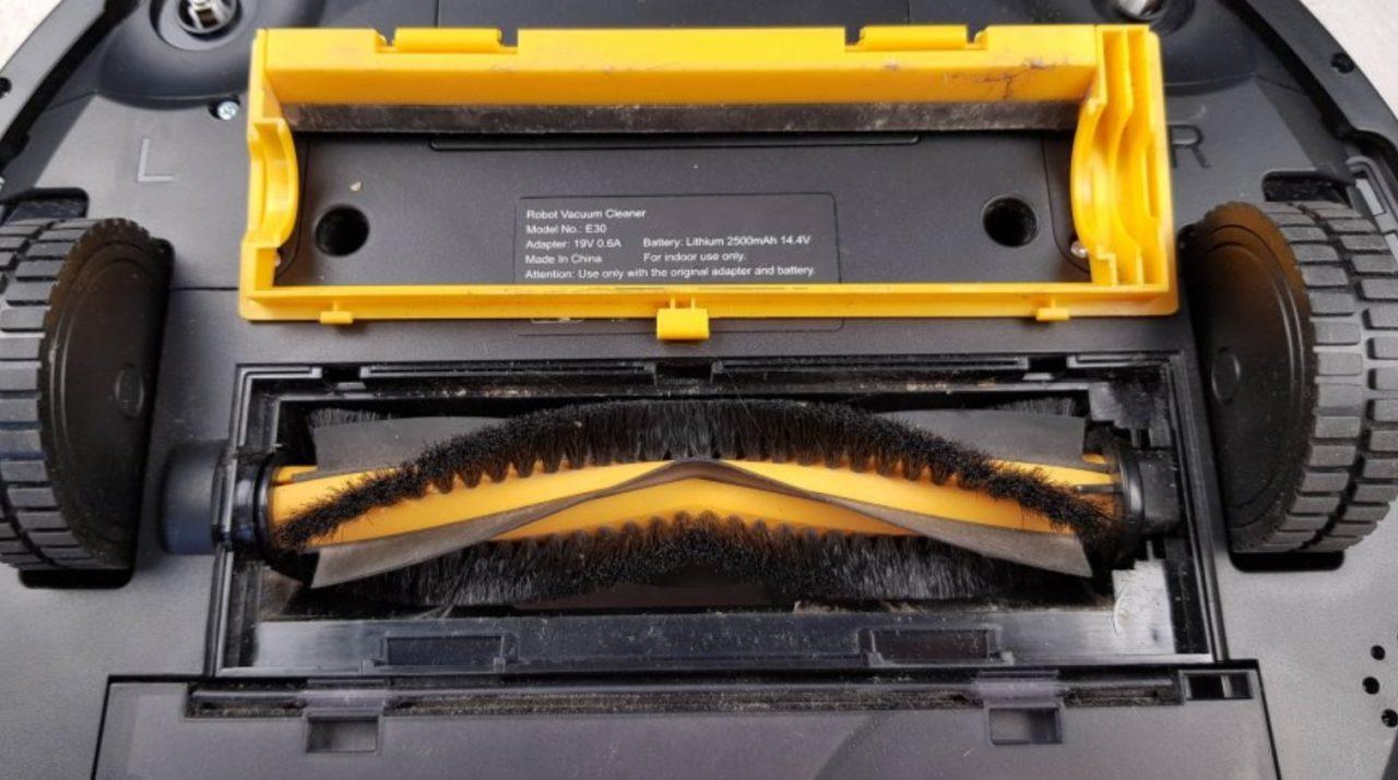 Бюджетный моющий робот-пылесос Liectroux