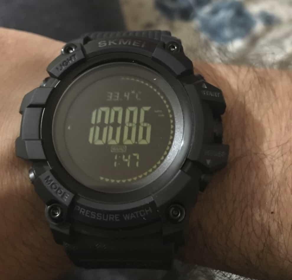 Защищённые смарт-часы SKMEI