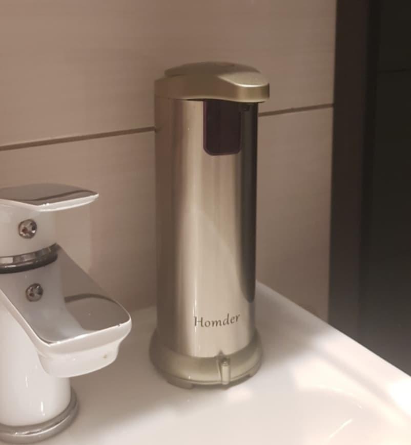 Автоматический дозатор мыла для ванной
