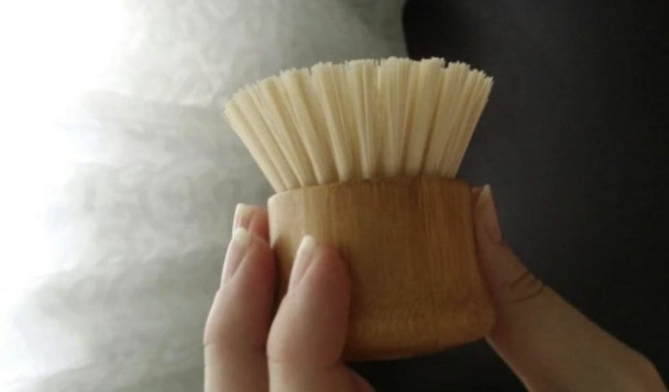 Деревянная щетка с короткой ручкой