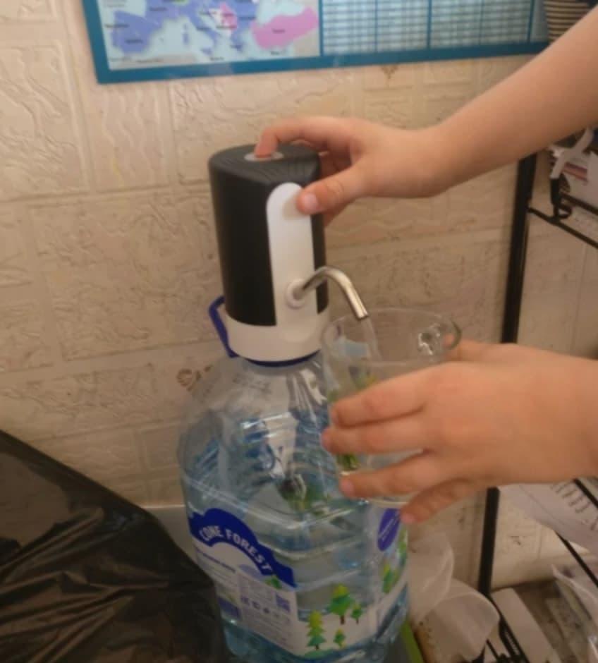 Автоматический насос для бутылей с водой