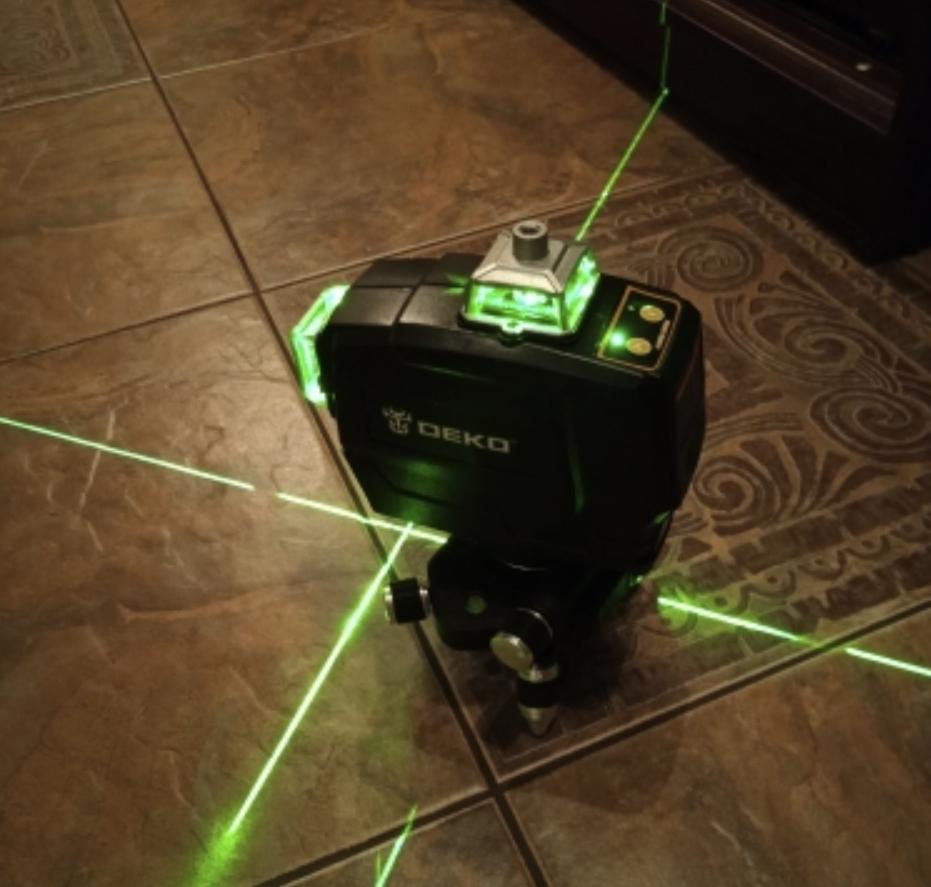 Профессиональный лазерный уровень Deko