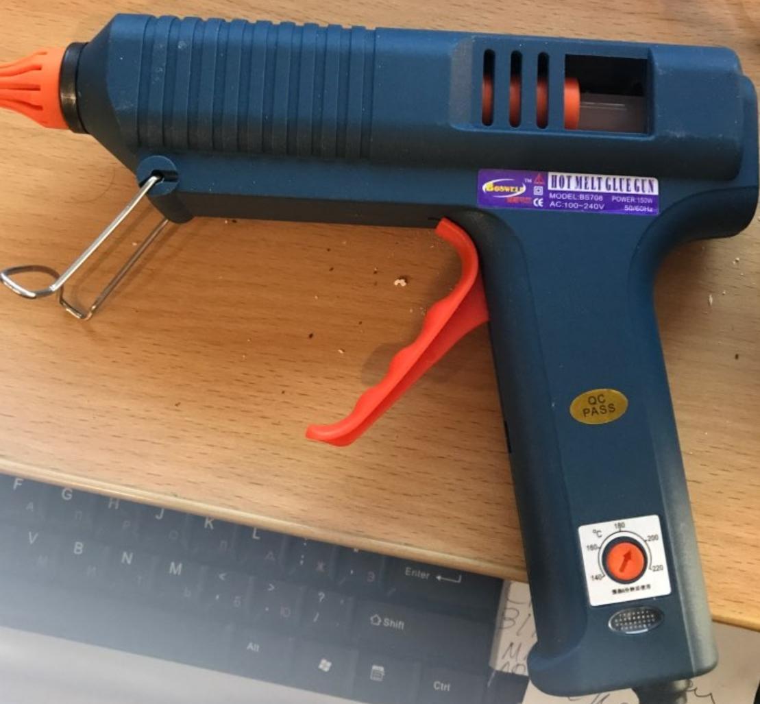 Мощный клеевой пистолет со смен. насадками