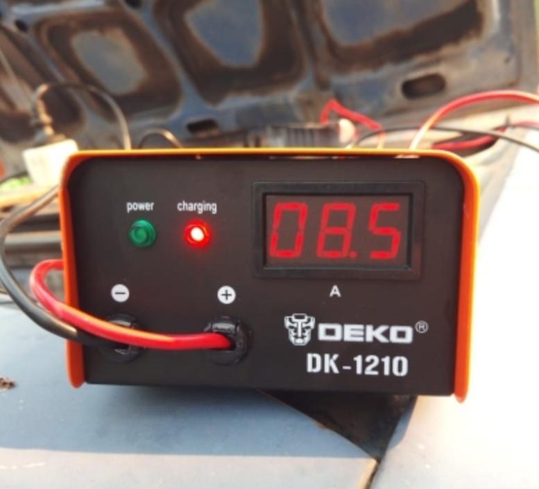 Автоматическое зарядное устройство Deko