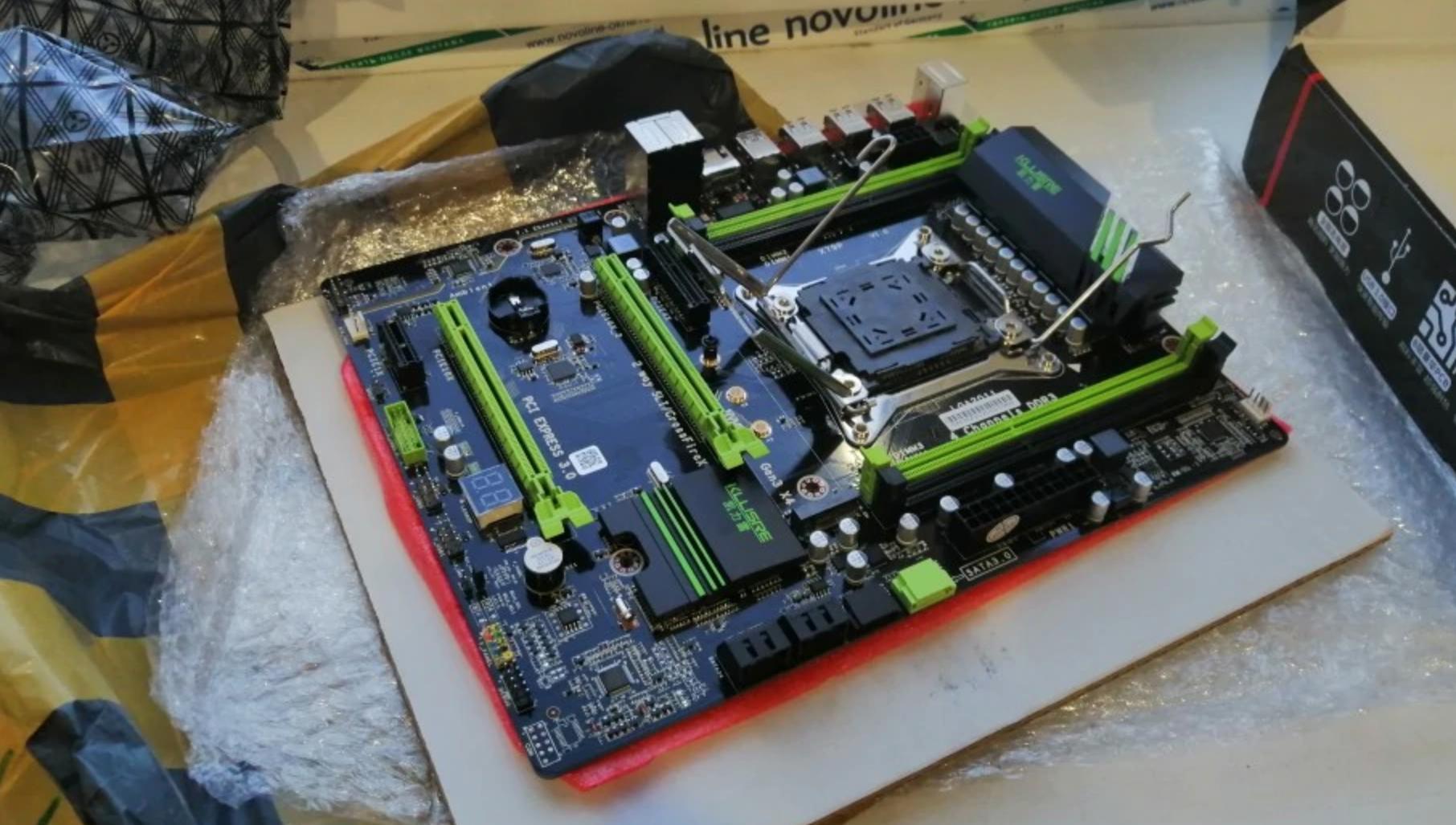 Набор, состоящий из материнской платы, процессора и оперативной памяти
