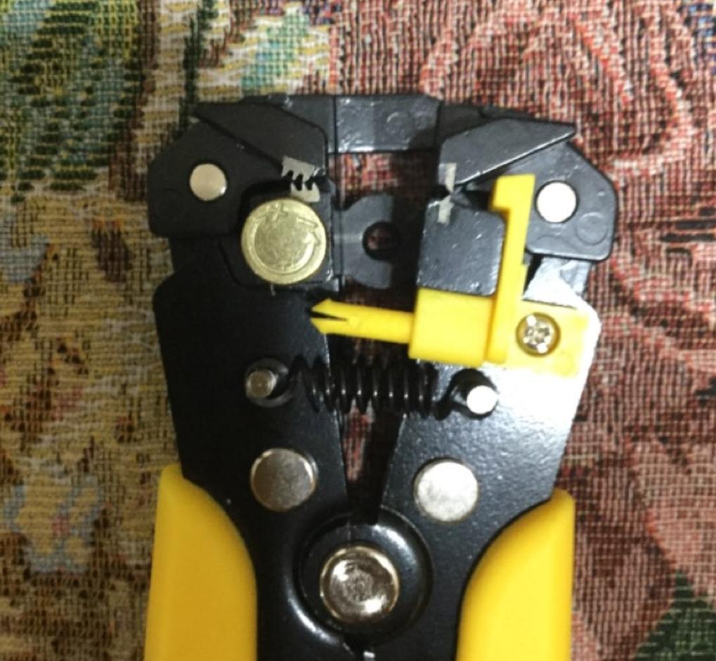 Инструмент для зачистки проводов Newcalox