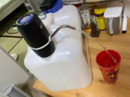 Электронный диспенсер для бутылей с водой