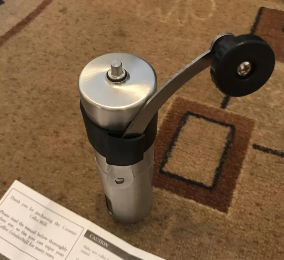 Стильная кофемолка с керамическим механизмом