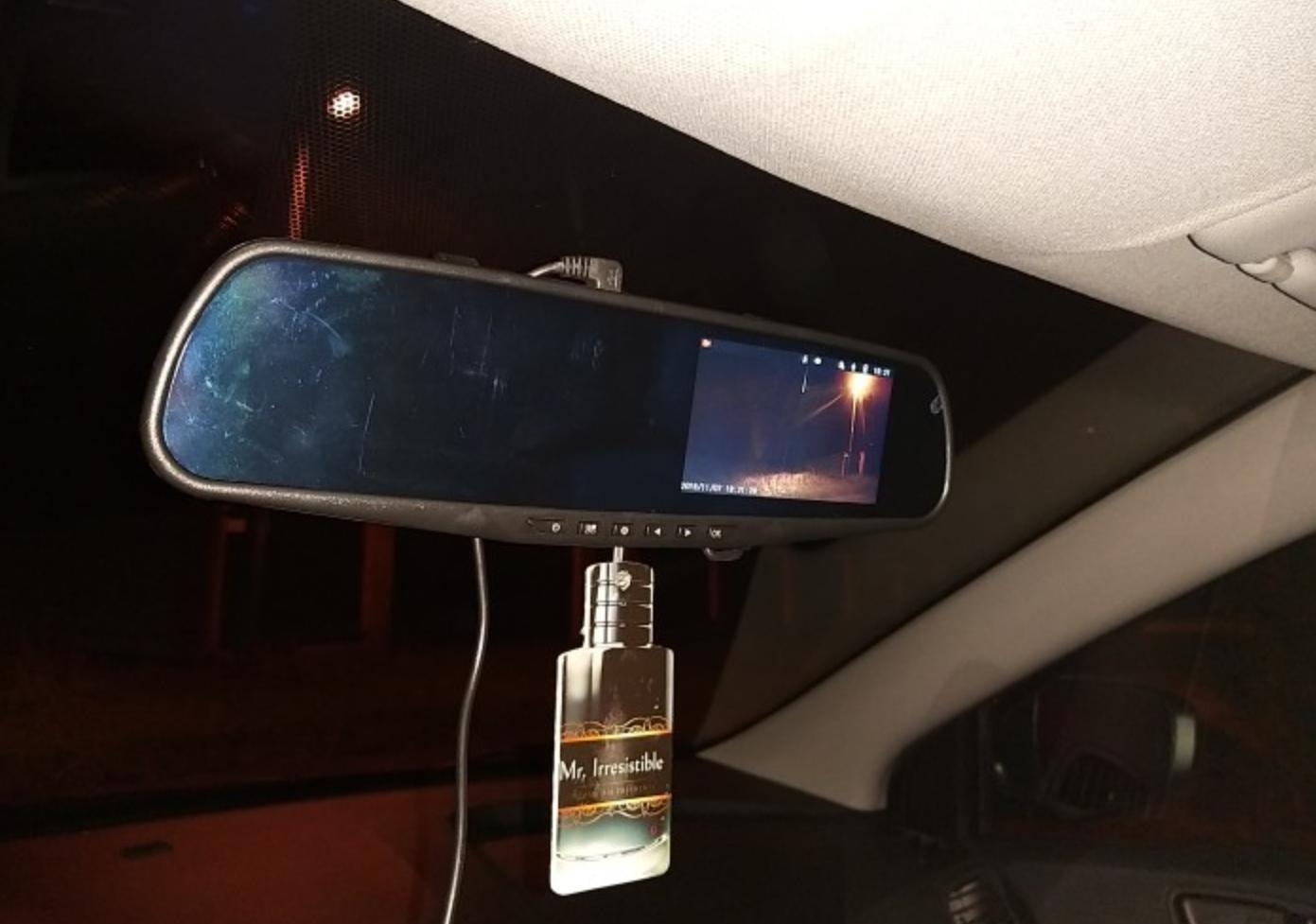 Видеорегистратор-зеркало для автомобиля