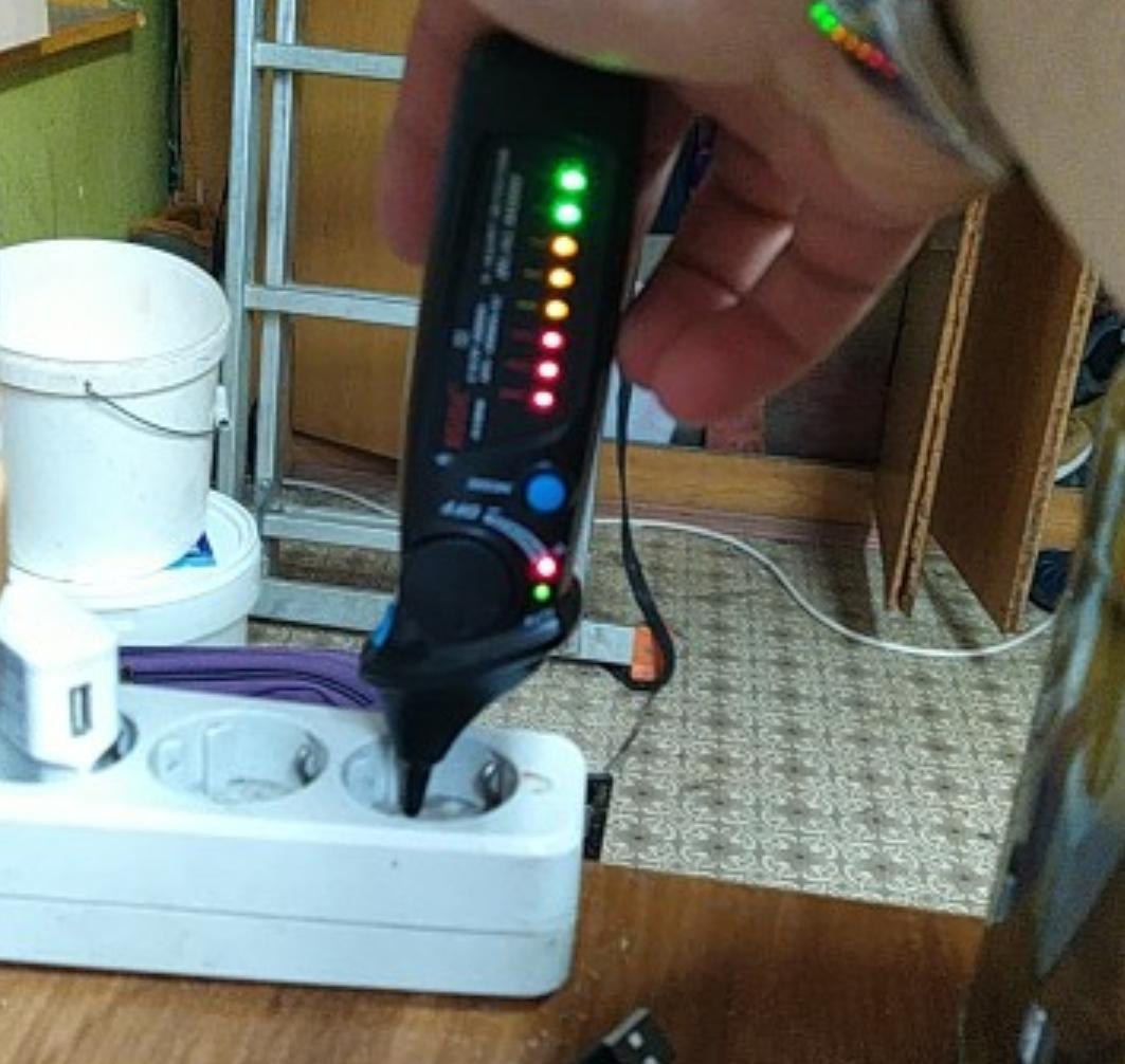 Навороченный детектор напряжения Bside