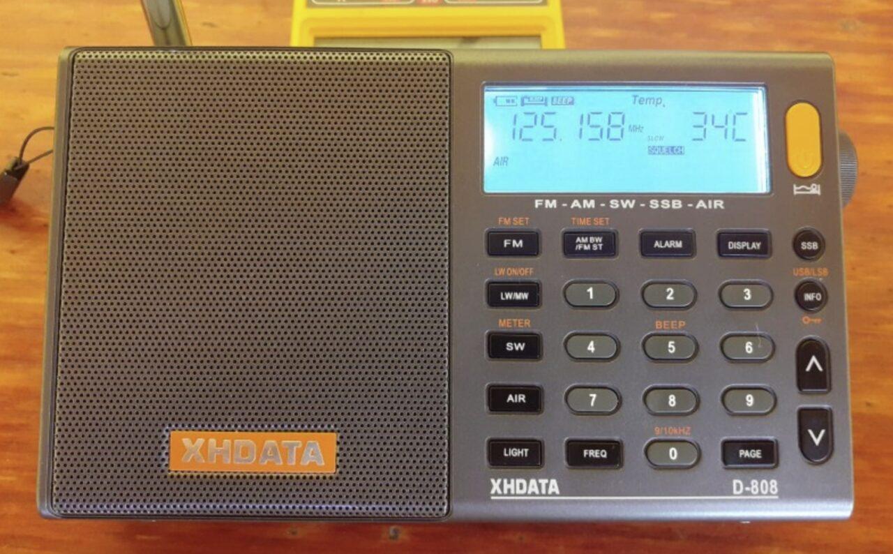 Цифровой радиоприёмник XHDATA D-808 с поддержкой частот FM / MW / LW / SW SSB