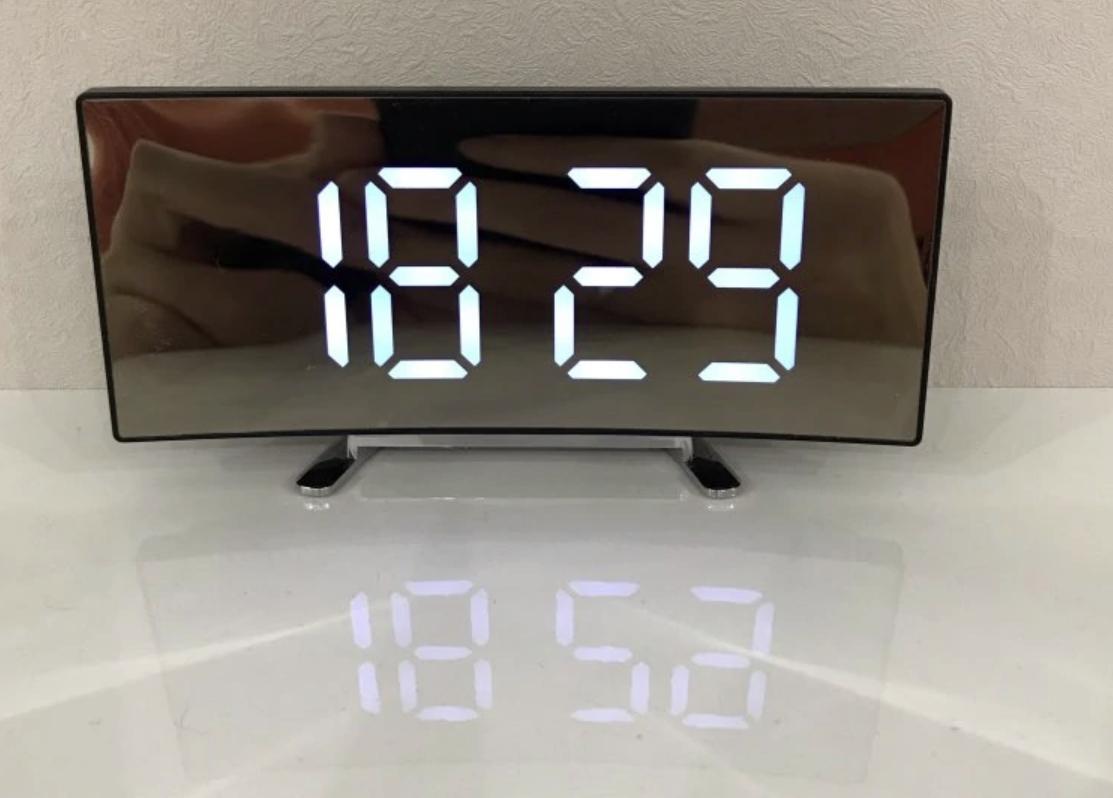 Стильные цифровые часы