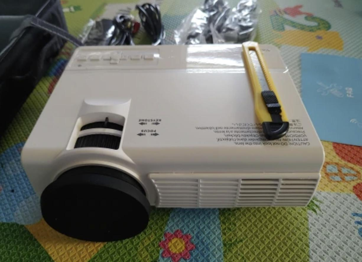 Недорогой проектор Vankyo LEISURE 3
